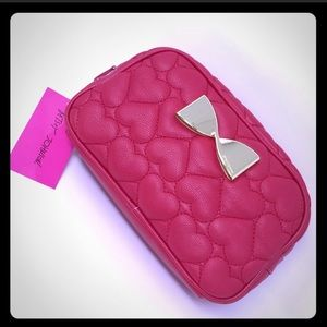 ❤️ Betsey Johnson Quilted Heart Cosmetic Bag ❤️